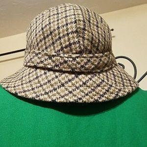 Saks fifth avenue wool bucket hat